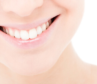 Getting white teeth is easy if you live near Angleton or Lake Jackson, TX  with Distinctive Dental Services' teeth whitening kits.